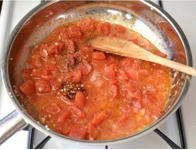 Паста с креветками и томатами