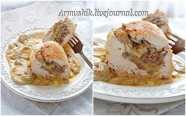 Куриные грудки фаршированные гречкой и шампиньонами, тушенные в сливочно-грибном соусе