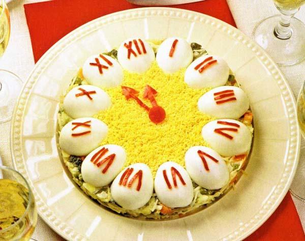 Праздничный салат «Новогодние часы»