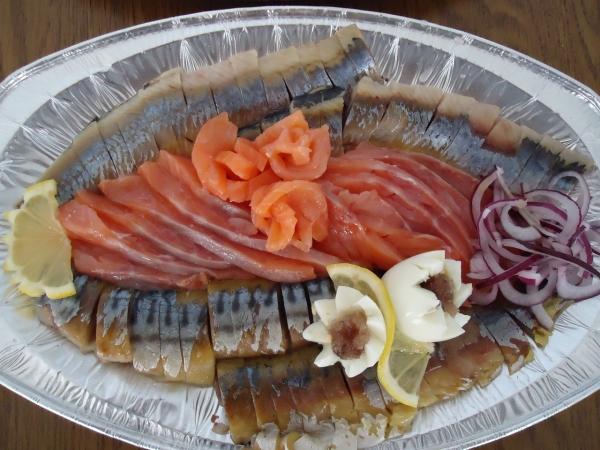 Как оформить рыбную нарезку