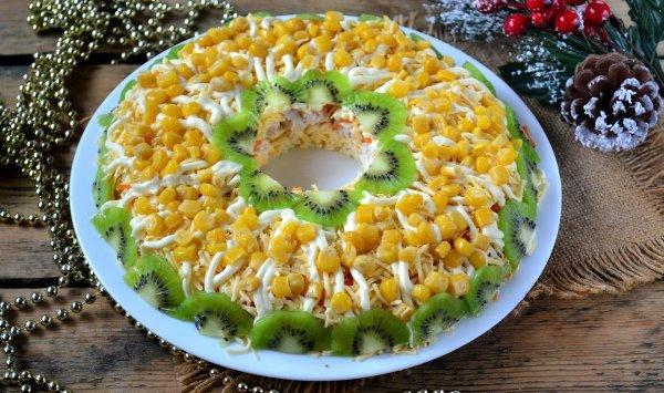 Куриный салат с киви на Новый год