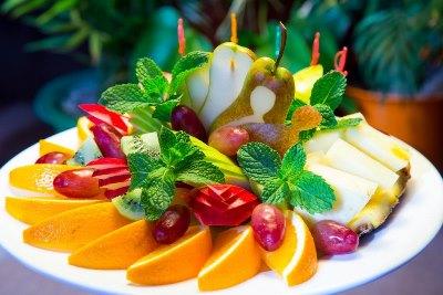Праздничные фруктовые тарелки