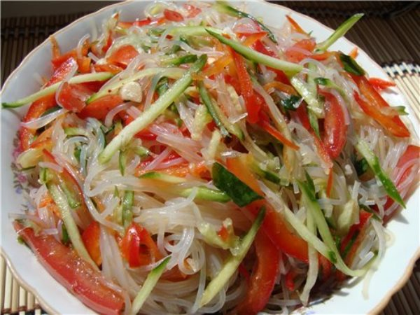 Салат Фунчоза с овощами