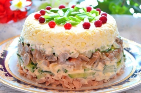 Слоеный салат «Каприз»