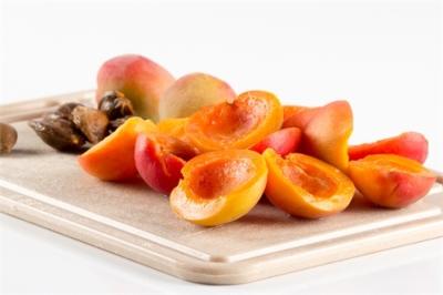 Cалат из дыни с абрикосами и ежевикой