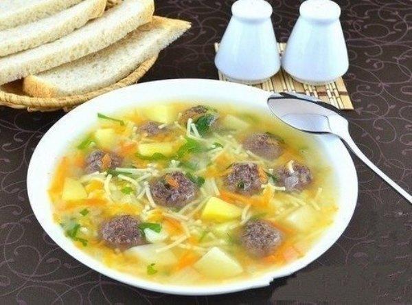 Сытный суп с мясными фрикадельками