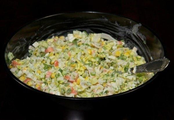Салат из крабовых палочек с пекинской капустой