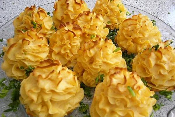 Розочки из картофеля с чесноком
