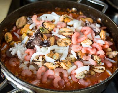 Томатное рагу из морепродуктов
