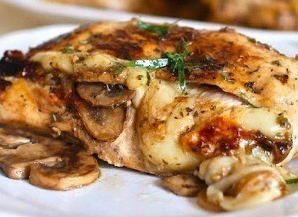 Курица, фаршированная грибами и сыром 1
