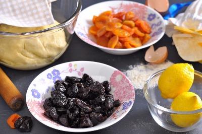 Лимонный пирог с курагой и черносливом 2