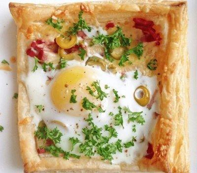 Слойки с яйцом, ветчиной и сыром 7