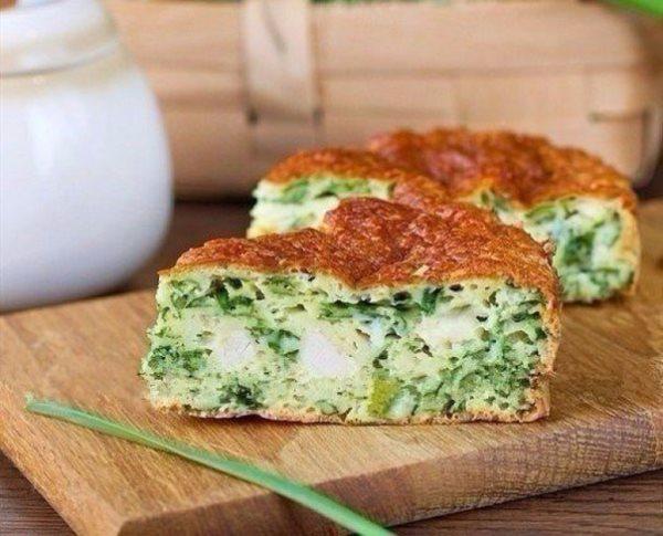 Пирог с зеленым луком, курицей и сыром