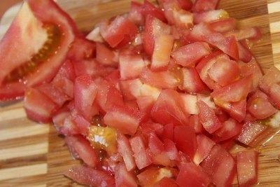 Салат из ветчины, помидоров, огурцов и сыра 4