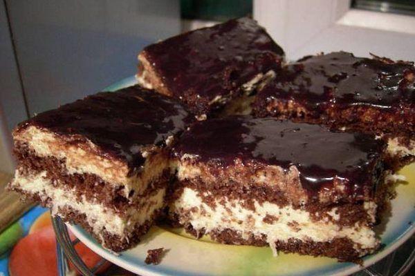 Шоколадный торт с кокосовой начинкой