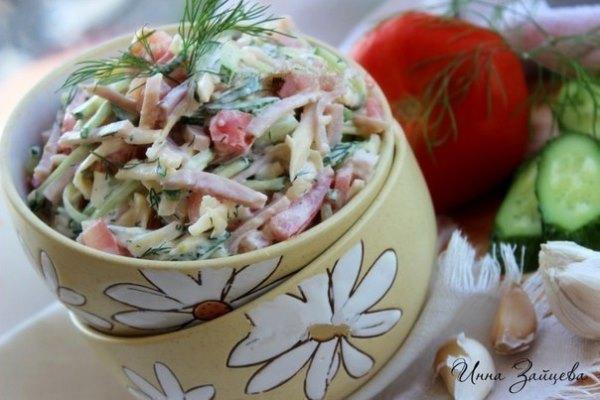 Салат из ветчины, помидоров, огурцов и сыра 1