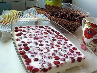 Десерт с желе и ягодами 2