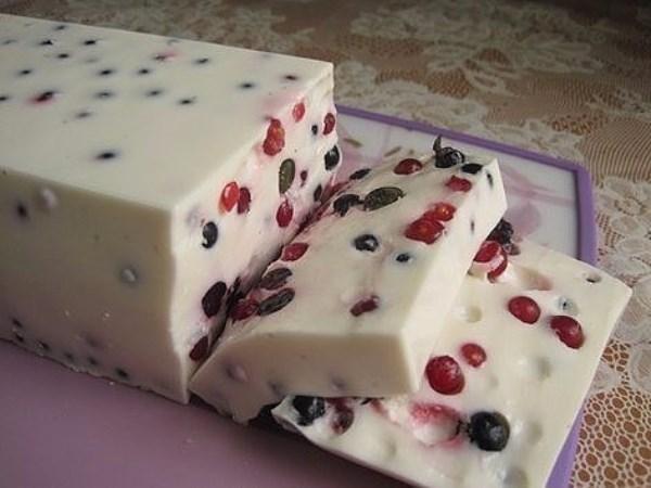 Десерт с желе и ягодами 1