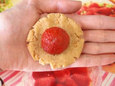 Десертные шарики с клубникой 4