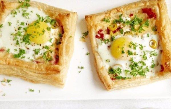Слойки с яйцом, ветчиной и сыром 1