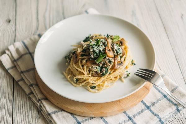 Спагетти с соусом из шпината 1