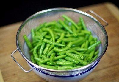 Салат из зеленой фасоли с яйцами 3