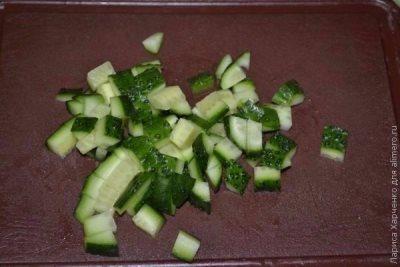 Салат с курицей, овощами и кунжутом 4