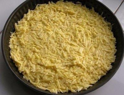 Запеканка из тертого картофеля с сыром и чесноком 5