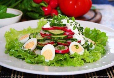 Салат из редиски и огурцов с морковью 7