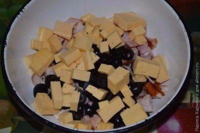 Салат с курицей, овощами и кунжутом 7