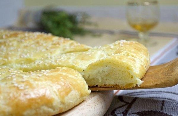 Лепешка из творожного теста с сыром 1