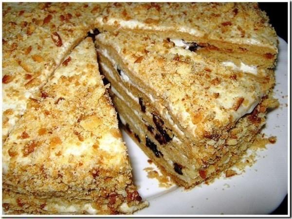Торт медовый с черносливом 1