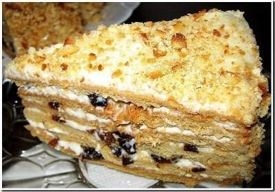 Торт медовый с черносливом 3