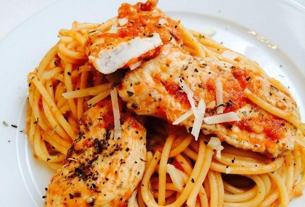 Спагетти с курицей в томатном соусе 1