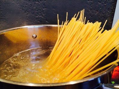 Спагетти с курицей в томатном соусе 3