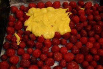 Быстрый пирог с клубникой 5