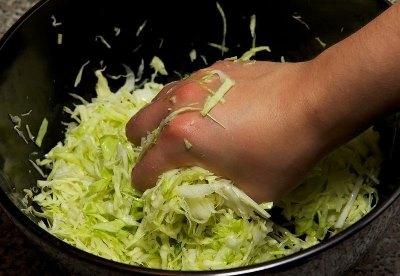 Салат из свежей капусты с курицей 5